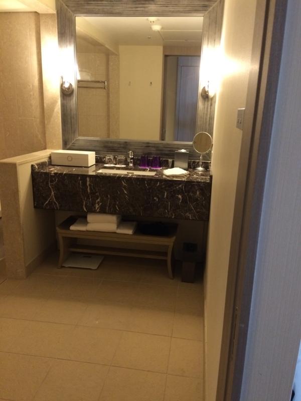 東京マリオットホテルのデラックスツインルームの洗面所