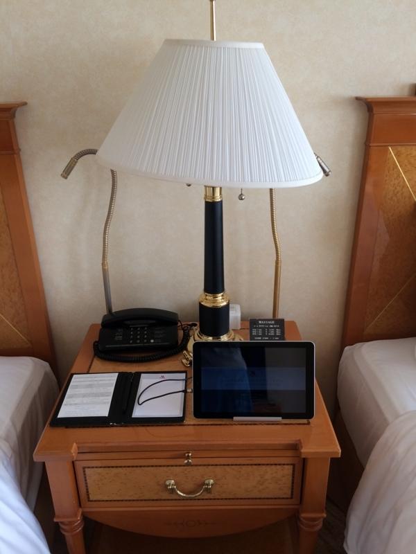 名古屋マリオットホテルの客室の設置されているタブレット