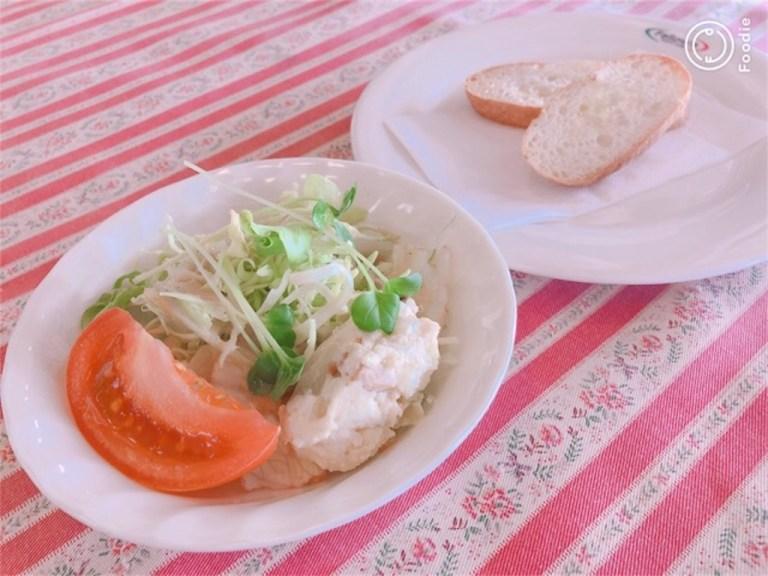 フェローズパスタランチのサラダとパン