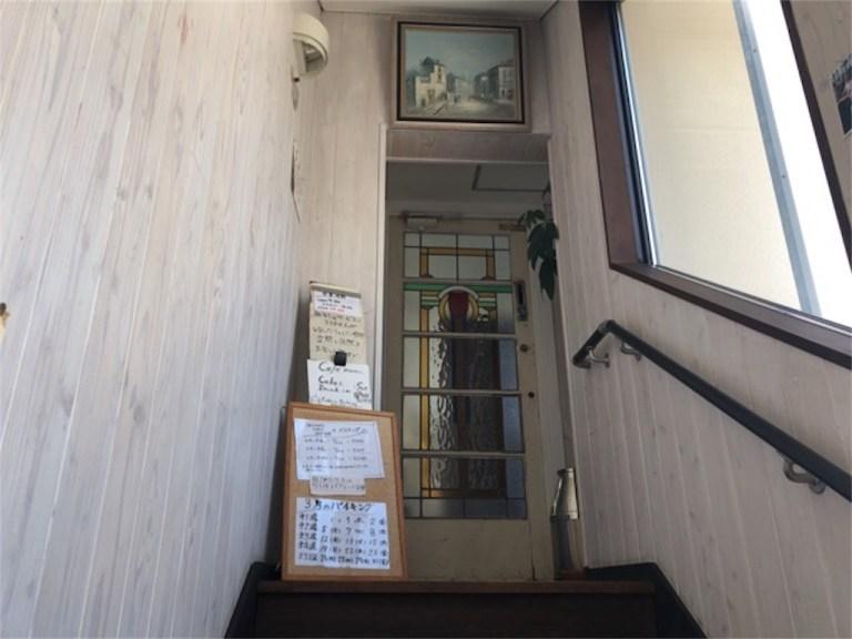 オカモト。シェ・ダムールの階段