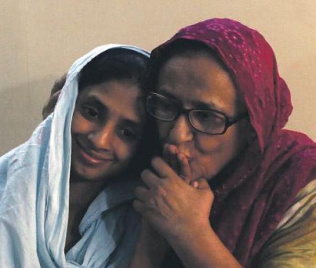 Geeta Receives A Hand Kiss From Bilquis Edhi At Bilquis Edhi Foundation In Karachi