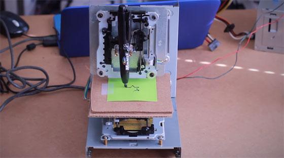 Cómo hacer una mini CNC con viejos CD-ROMs y Arduino