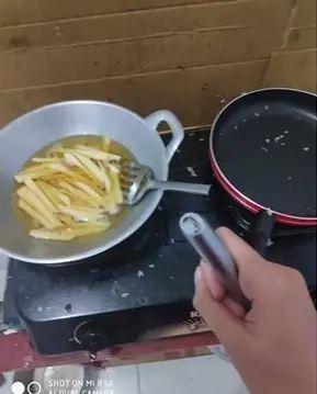 momen apes saat masak © Berbagai Sumber
