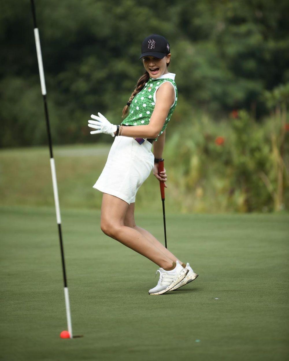 Cara Main Golf : Seleb, Cantik, Golf,, Memesona