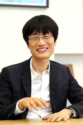 「LINEは日本企業」、韓國親會社トップが言明 (2ページ目):日経ビジネス電子版