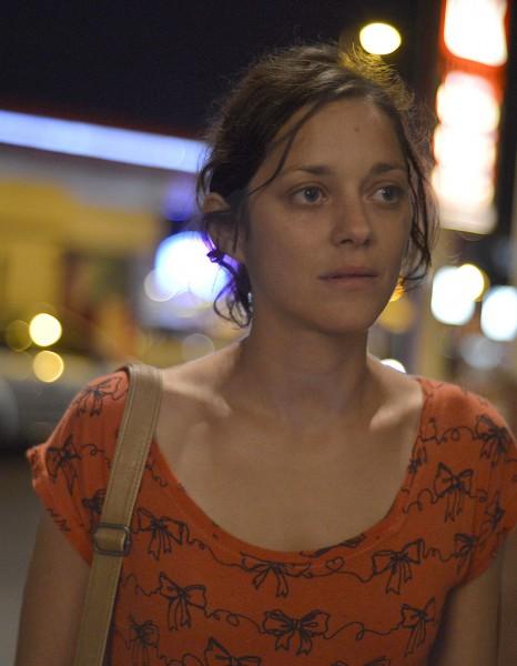 https://i0.wp.com/cdn-elle.ladmedia.fr/var/plain_site/storage/images/cannes/news/cannes-2014-marion-cotillard-sobre-et-lumineuse-dans-deux-jours-une-nuit-2706775/47560923-1-fre-FR/Cannes-2014-Marion-Cotillard-sobre-et-lumineuse-dans-Deux-jours-une-nuit_reference.jpg