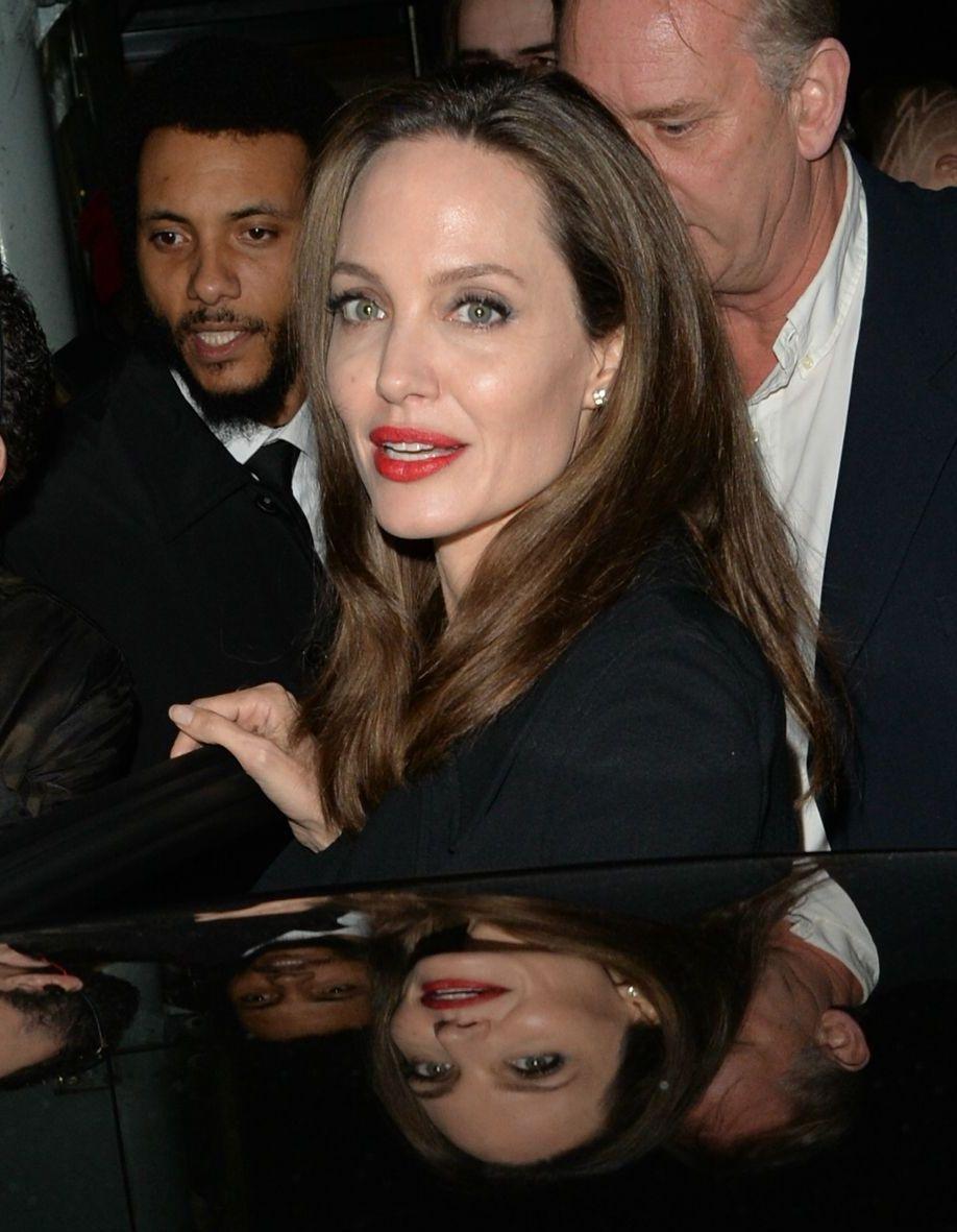 Un Homme Qui Se Confie : homme, confie, Angelina, Jolie, Confie, Sujet, Enfants