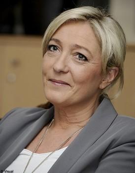 Marine Le Pen charme la droite
