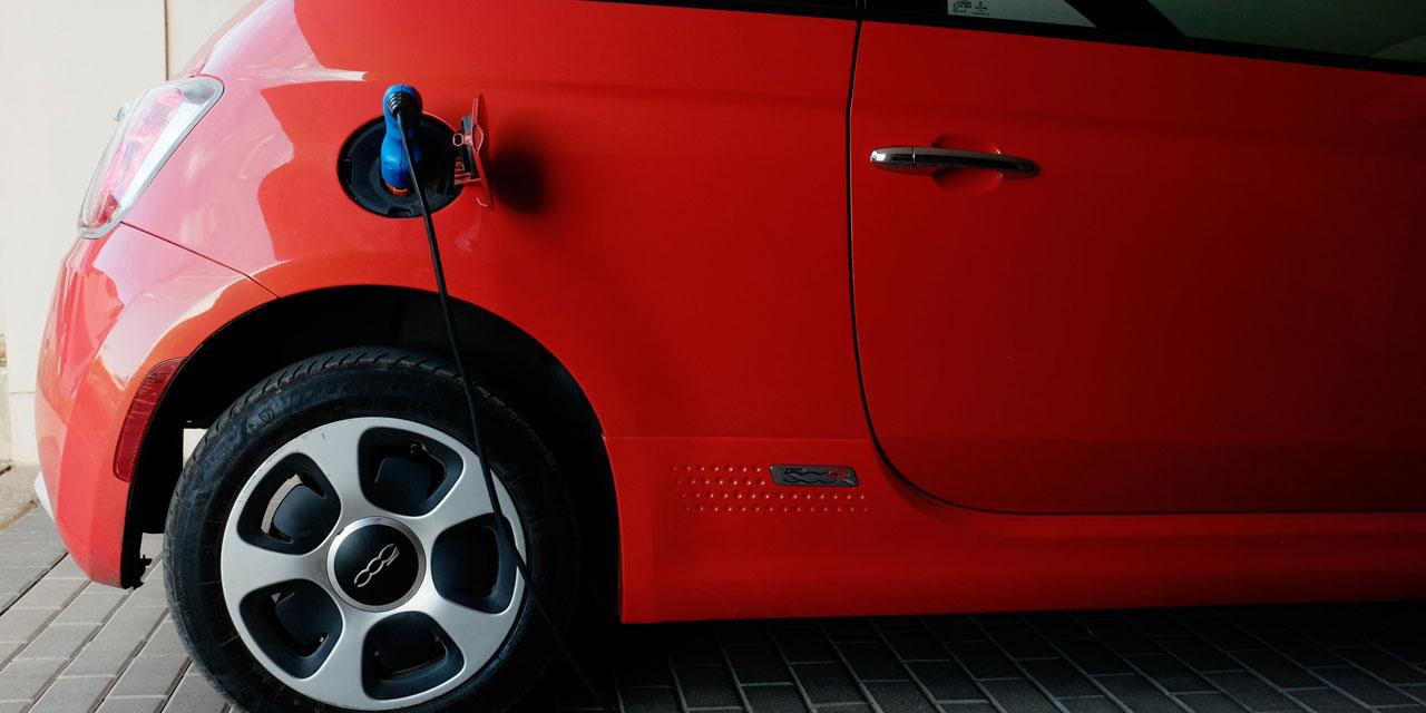 les voitures electriques obligees de faire du bruit pour alerter les pietons