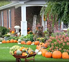 fall pumpkins front porch display, porches, seasonal holiday decor