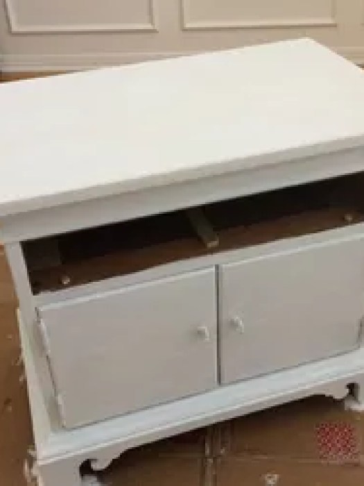 Diy Nightstand Makeover Using Annie Sloan Chalk Paint Painted Furniture