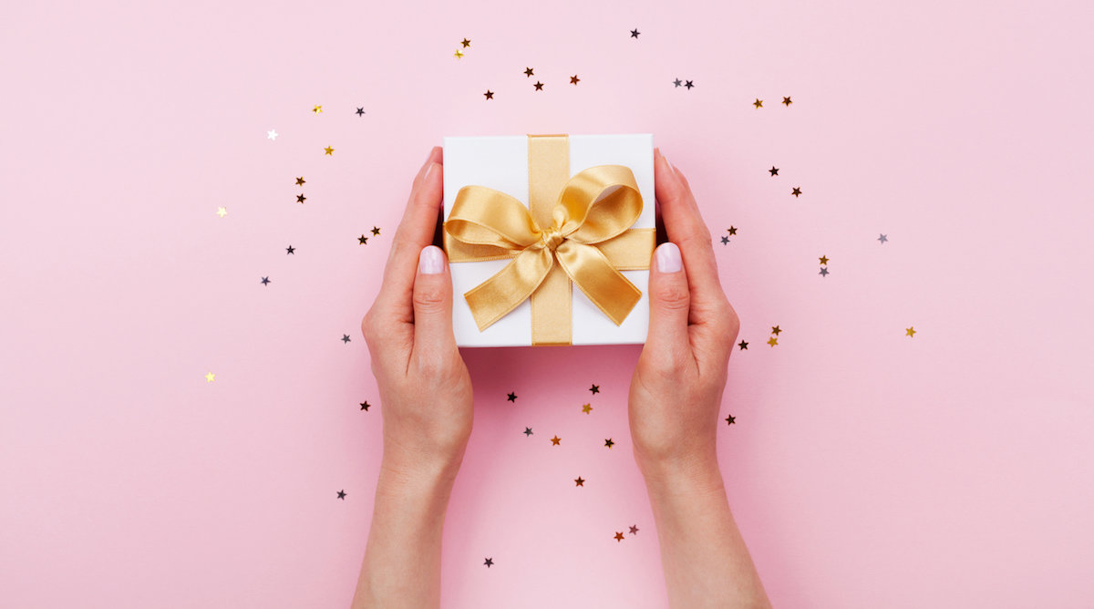 Here's How Much Money You Should Give As A Wedding Gift In