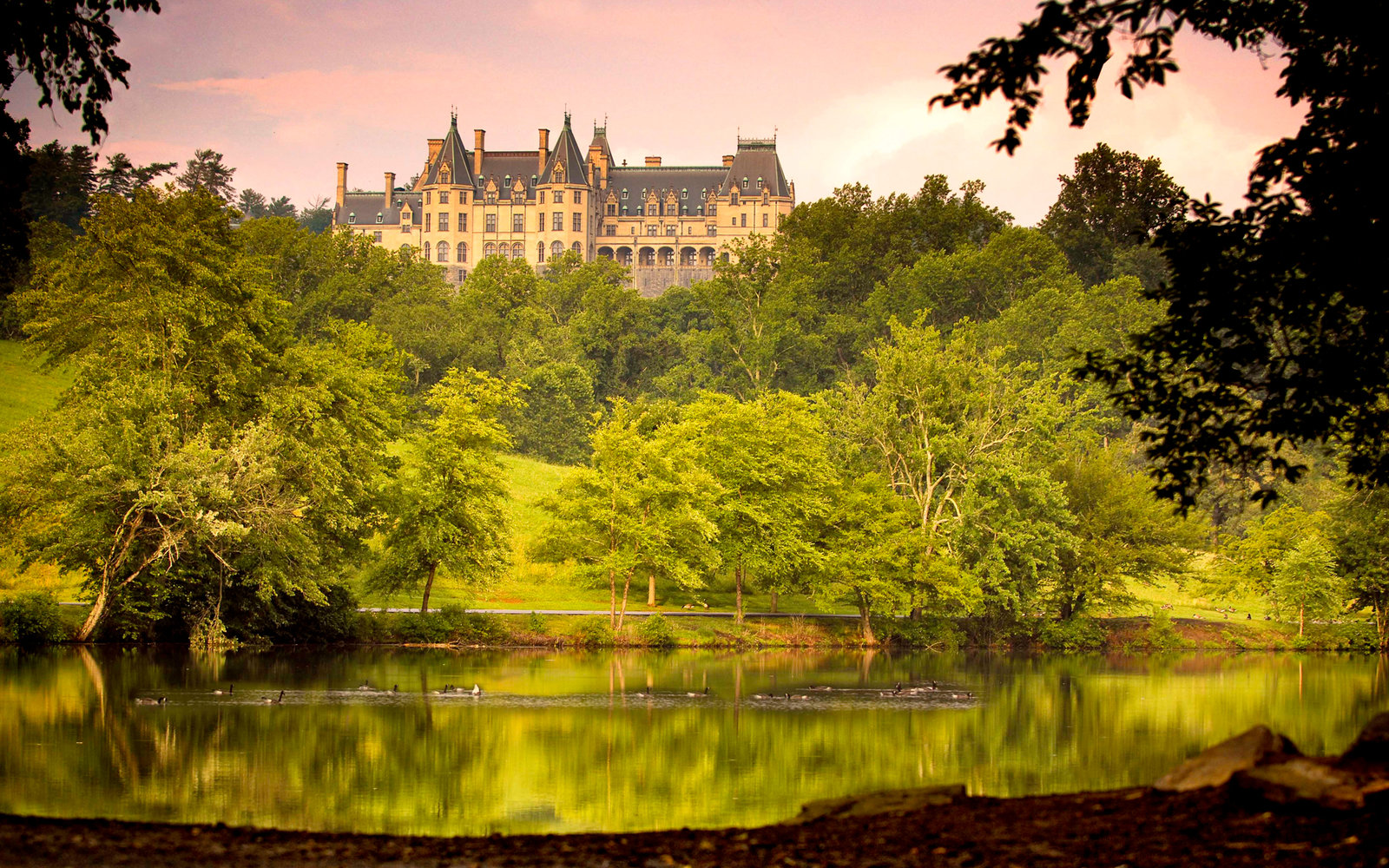 Fall Trees Iphone Wallpaper The History And Charm Of North Carolina S Biltmore Estate
