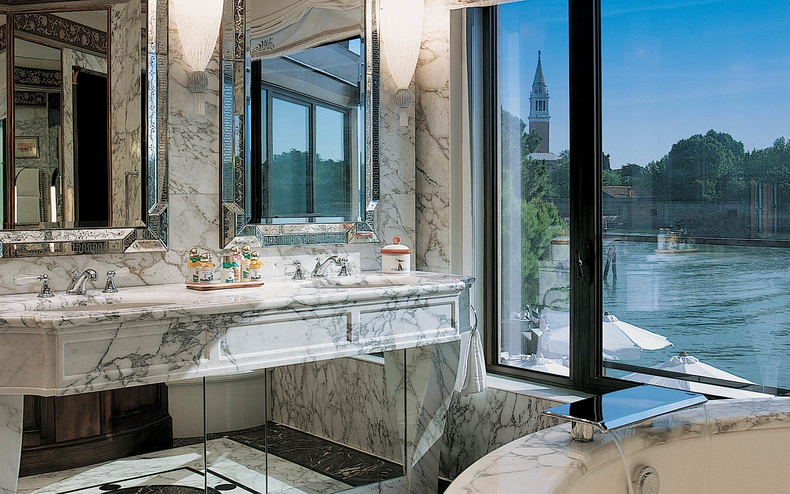 Best-Hotel-Bathrooms