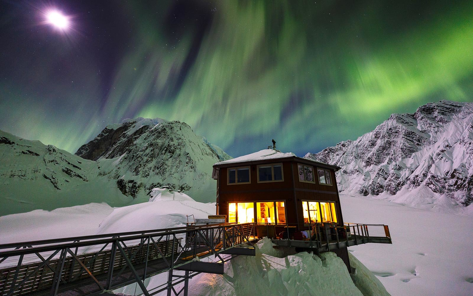 Fall Cabin Wallpaper A New Luxury Hotel Is Opening In The Middle Of An Alaskan