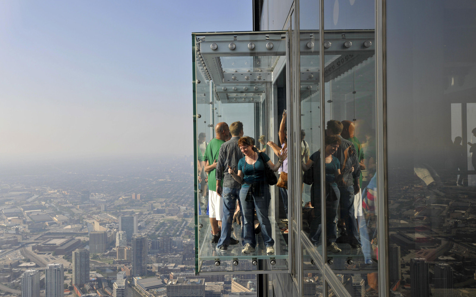 Tourists Scare Willis Tower Glass Coating