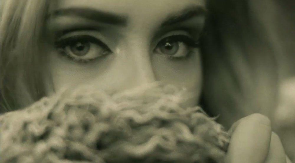 """Adele volta dizendo """"olá"""" para a sofrência"""