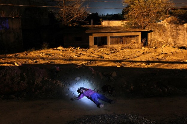 1*OefdceXndJb5JoOPZcPUoA How John Moore's Brilliant US-Mexico Border Photos Also Migrate Culture Photography