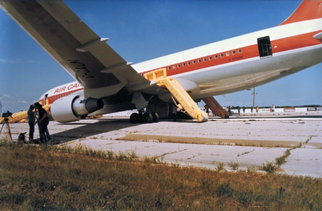 Image result for boeing 767 air canada ran out of fuel