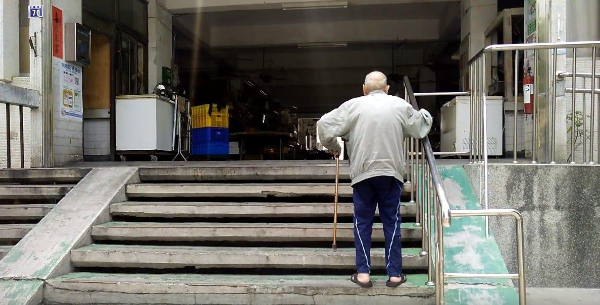 假性獨居老人誰來照顧?用社區共食計畫補社福破網|沃草社會視 – 沃草 Watchout – Medium