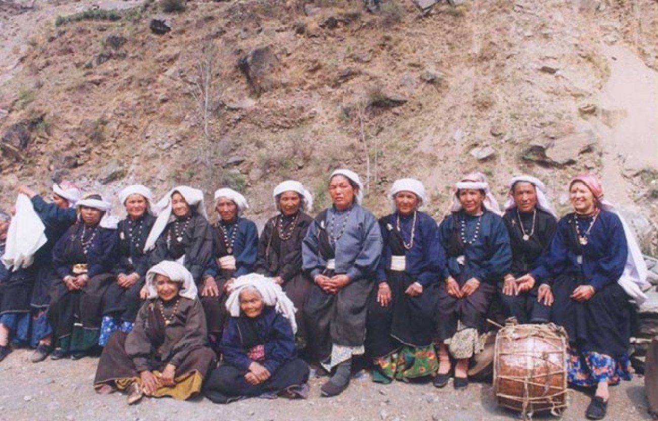 Surviving members of the Chipko movement gathered in 2004. Image credit: Ceti at English Wikipedia, CC BY-SA 3.0 <http://creativecommons.org/licenses/by-sa/3.0/>, via Wikimedia Commons