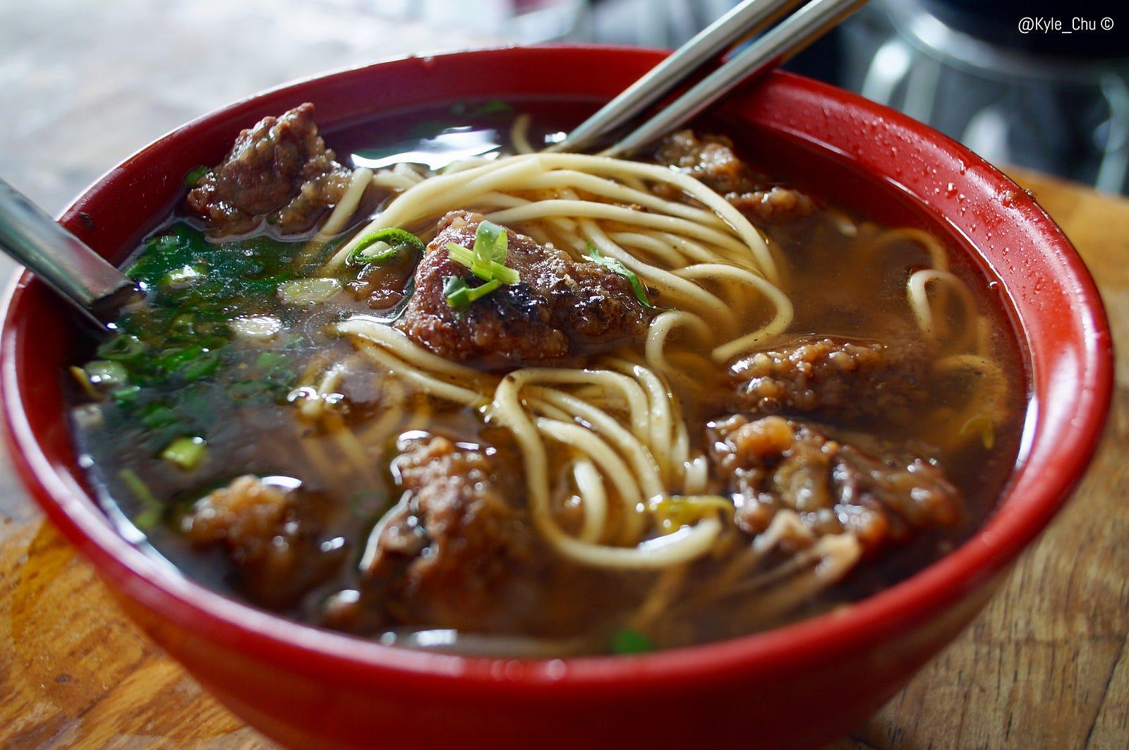 ?向陽路豐原排骨麵的「骨氣」Best stewed pork soup served with noodles in Fengyuan . Taiwan