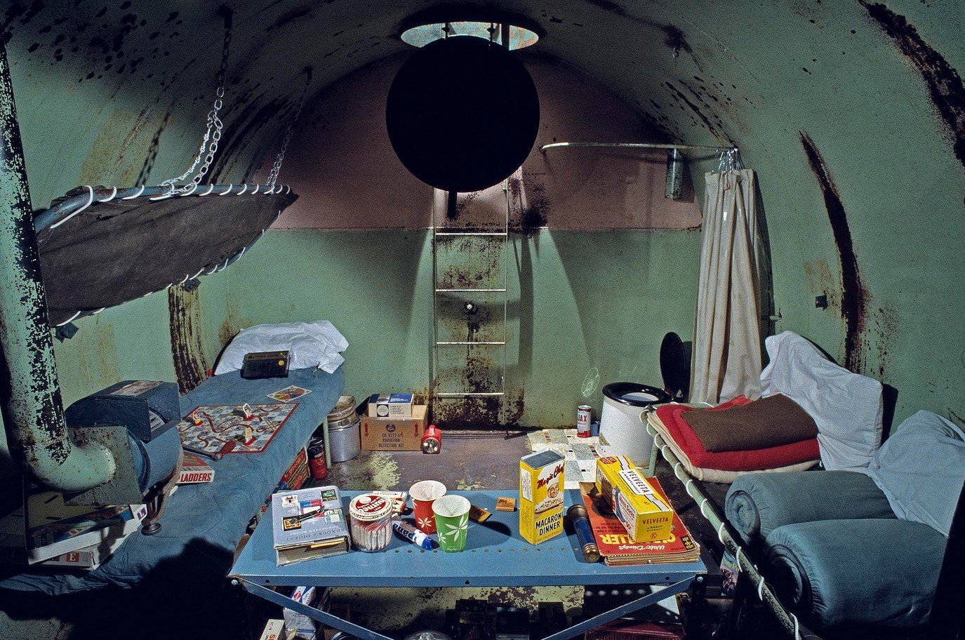 These pictures show how cozy fallout shelters were perfect for the 1950s nuclear family