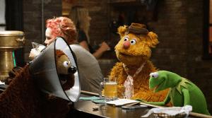 The Muppets 1x03 - Bear Left then Bear Write