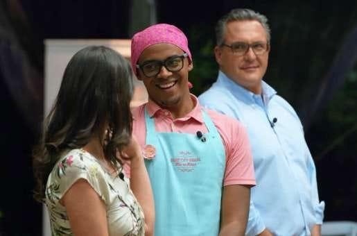Carol, amiga, você tem que ler os textos que Pierre, do Box, faz sobre o Bake Off Brasil. São maravilhosos, amo de paixão!