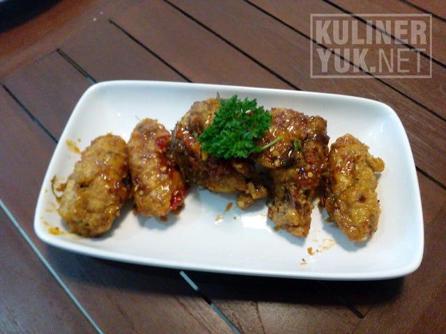 Chicken Wings SOFA Cake, Coffee & Resto Pasirkoja Bandung