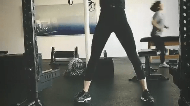 Alison Brie Jammer Arms Workout Tool Glow Netflix Exercise