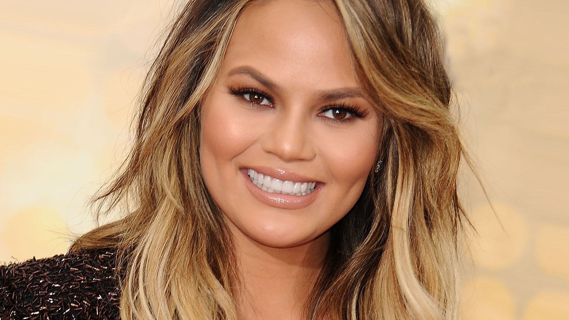 Chrissy Teigen Shares A Photo Of Her Stretch Marks On