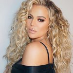 Khloe Kardashian is Back to her Curly Locks Thanks to her pregnnacy