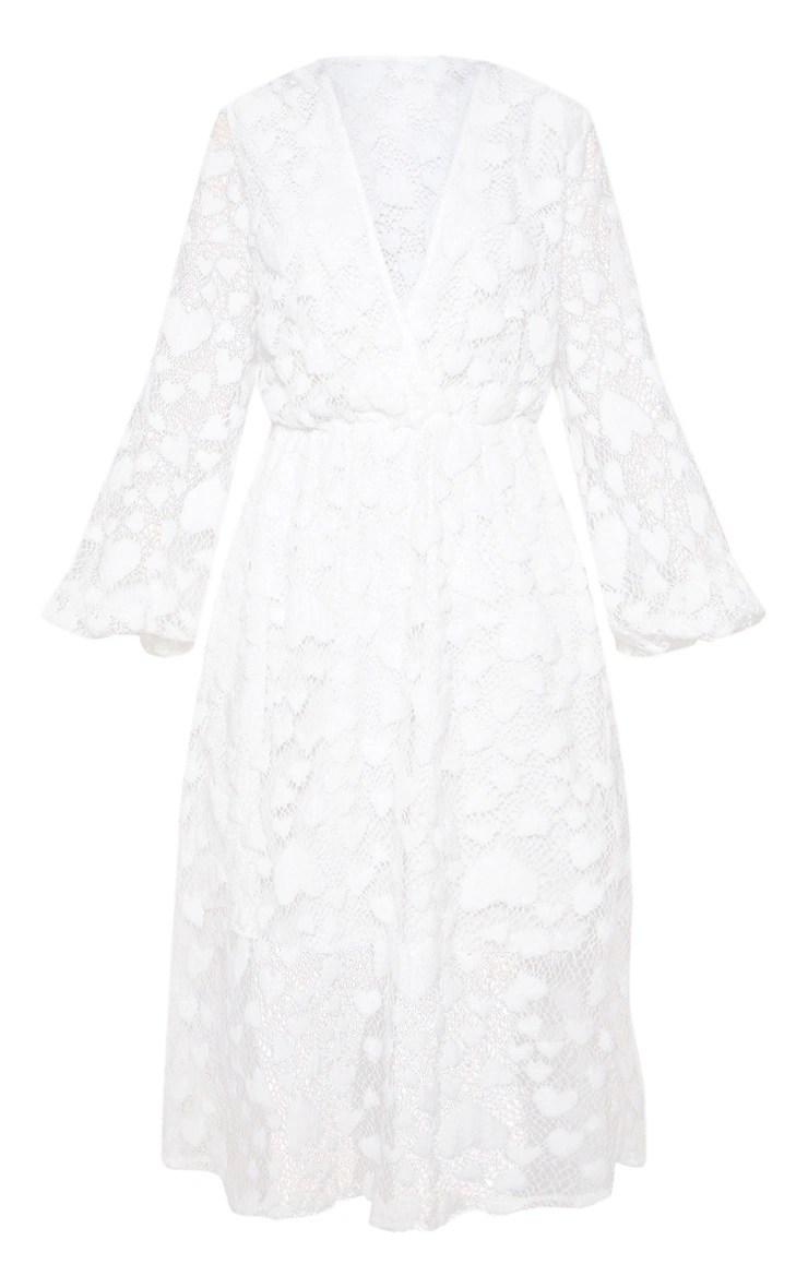 Robe en résille blanche à motif coeurs. Robes
