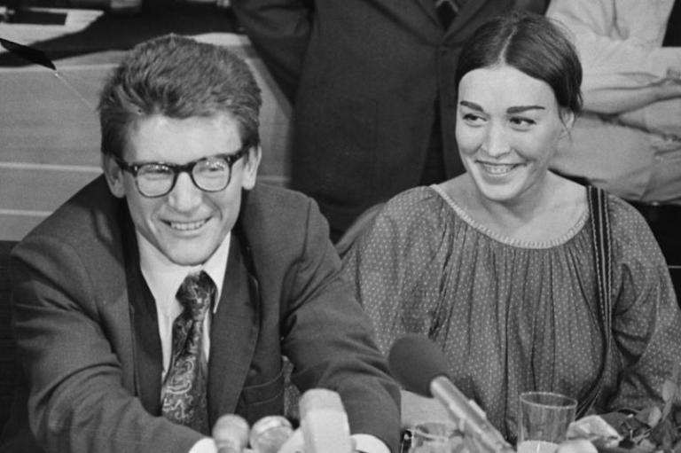 Amalrik with his wife, artist Gyuzel Makudinova, at a press conference in the Netherlands, 1976