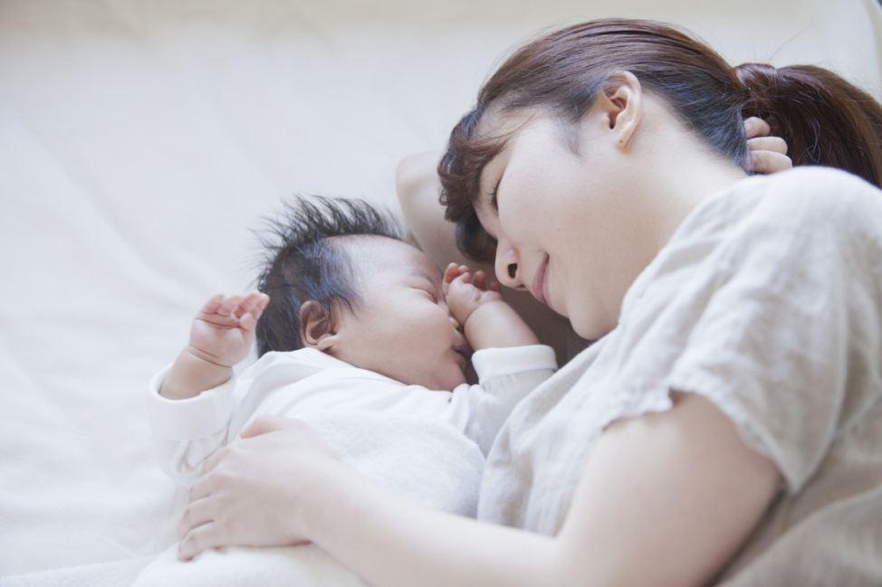 「お母さんと子どもの寝姿」の画像検索結果