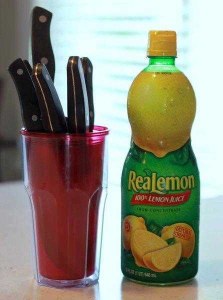 Clean Knives Lemon Juice