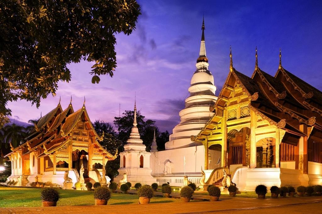 1280px-Phra-Singh_Temple_Chiang_Mai.-min