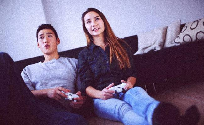 10 Incredible Things Only Gamer Couples Understand