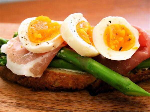 Asparagus and Soft Eggs on Toast