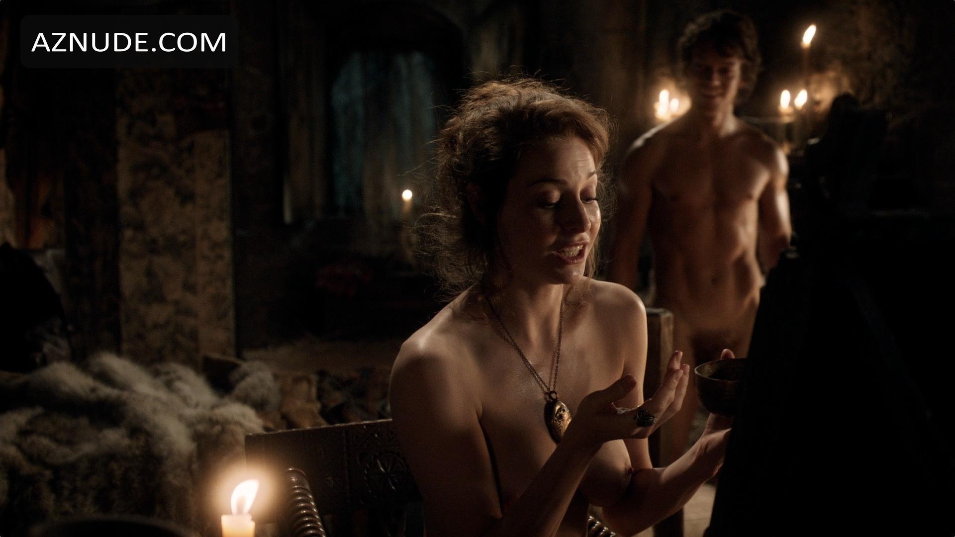 ALFIE ALLEN Nude  AZNude Men