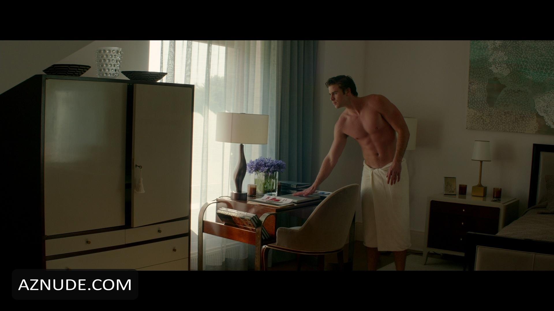 LIAM HEMSWORTH Nude  AZNude Men