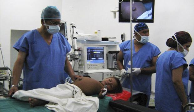 Isbac, qui portait son jumeau dans le ventre, a été opéré en 2013.