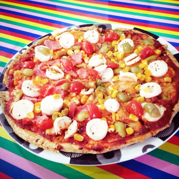 Pizza-vegana-massa integral-mandiokejo-glutadela