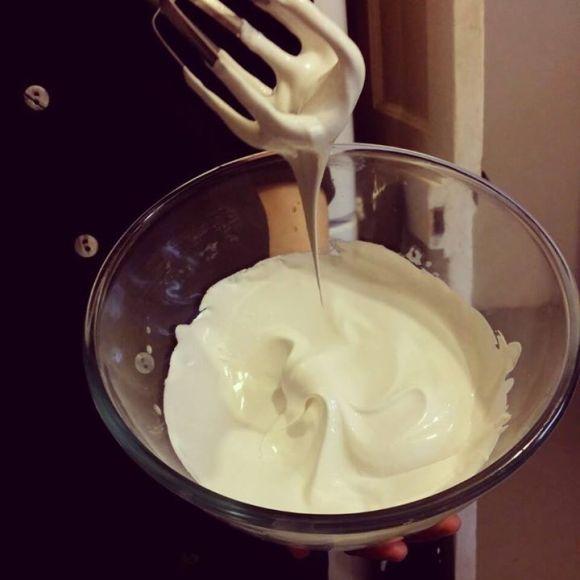 clara-de-ovo-vegana-veja-mais-uma-descoberta-da-humanidade-suspiro-merengue-clara-em-neve-vegetariana