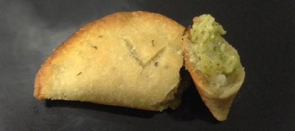 pastel-de-brocolis-e-maniocheese-queijo-vegetal-mandioca-vegetariano-vegano-loja