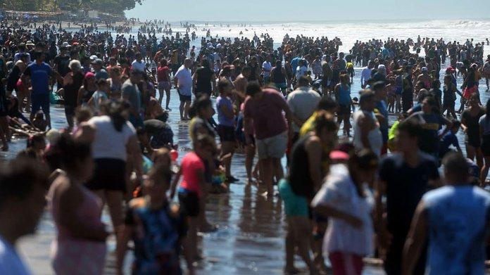 Aglomeración de veraneantes: Así luce la playa El Majahual en vacaciones de  Semana Santa | Noticias de El Salvador