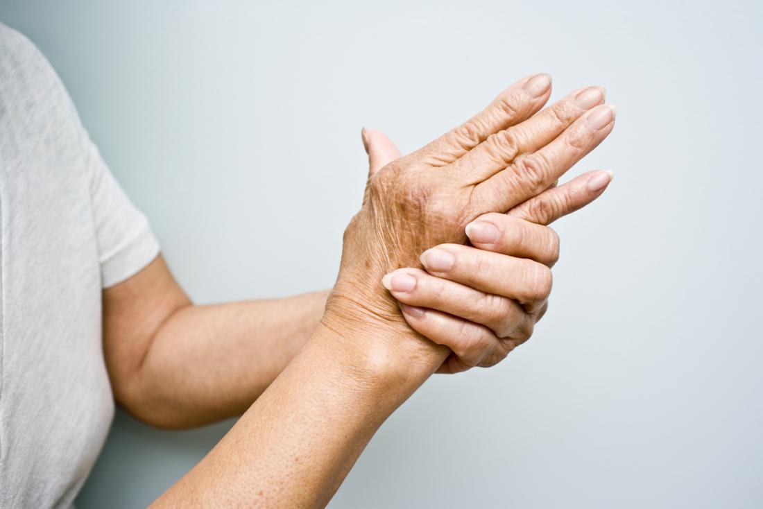 L'arthrose entraîne des douleurs et des raideurs dans les articulations.