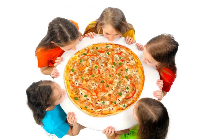 kids surrounding giant pizza