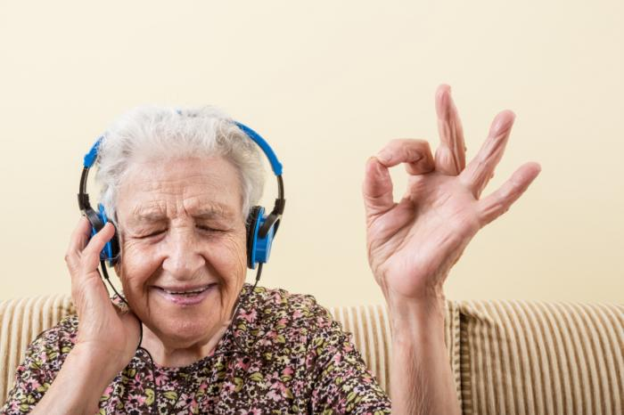 [An older lady listening to music]